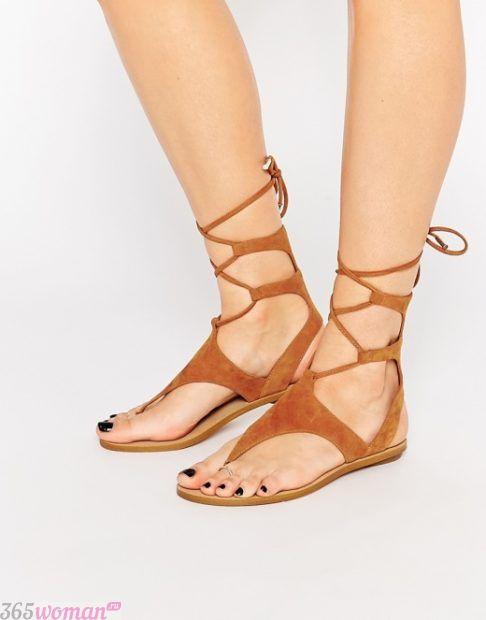 гладиаторские сандалии с завязками вокруг щиколотки