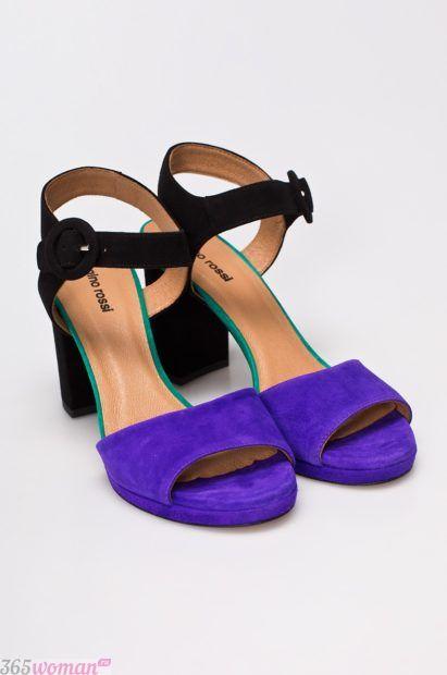 замшевые фиолетово-черные босоножки на каблуке