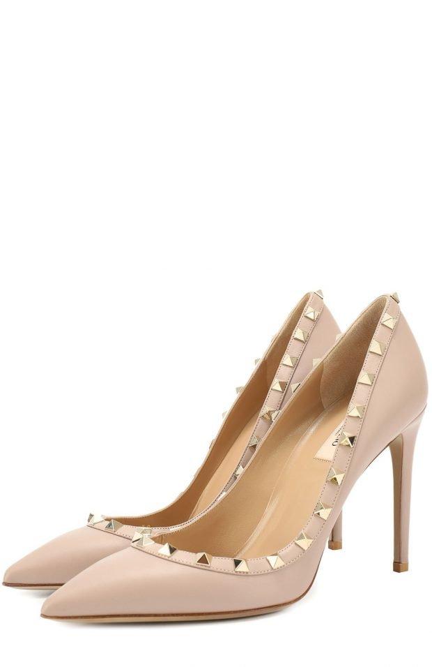 бежевые туфли с золотистым декором