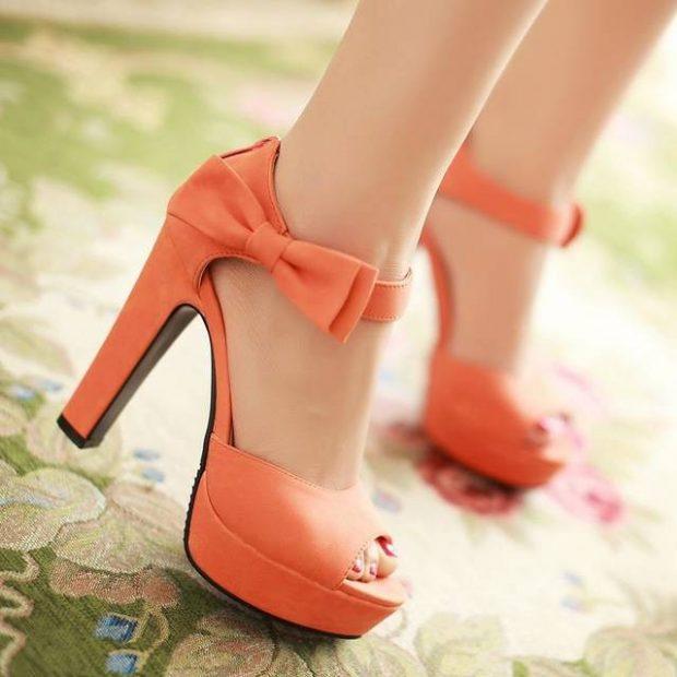 оранжевые туфли на каблуке с бантом