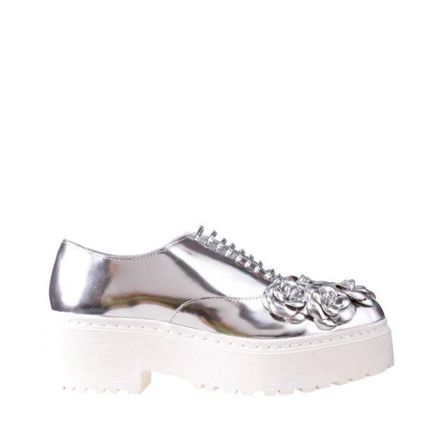 серебристые туфли на грубой платформе