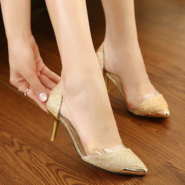 золотистые туфли с прозрачными вставками