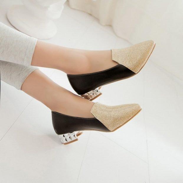 золотисто-черные туфли на маленьком каблуке