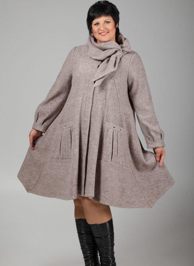 светлое расклешенное пальто для полных осень-зима 2019 2020