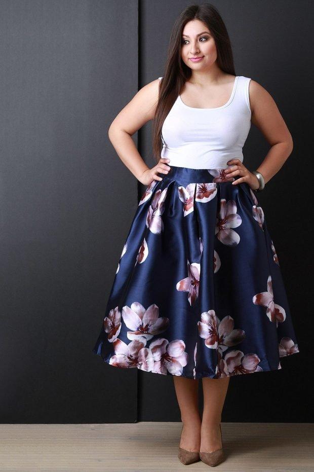 модная синяя юбка с цветочным принтом для полных осень-зима 2021