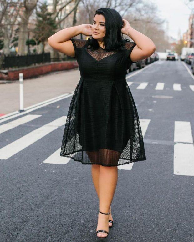 модное черное платье для полных с сеткой осень-зима 2019 2020