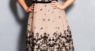 бежевое платье с черной вышивкой для полных