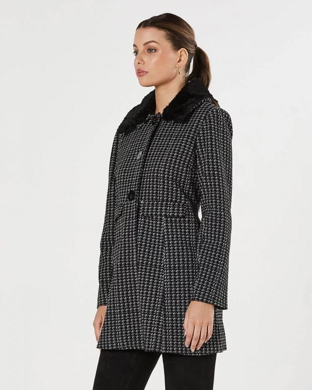 пальто в мелкую клетку черное