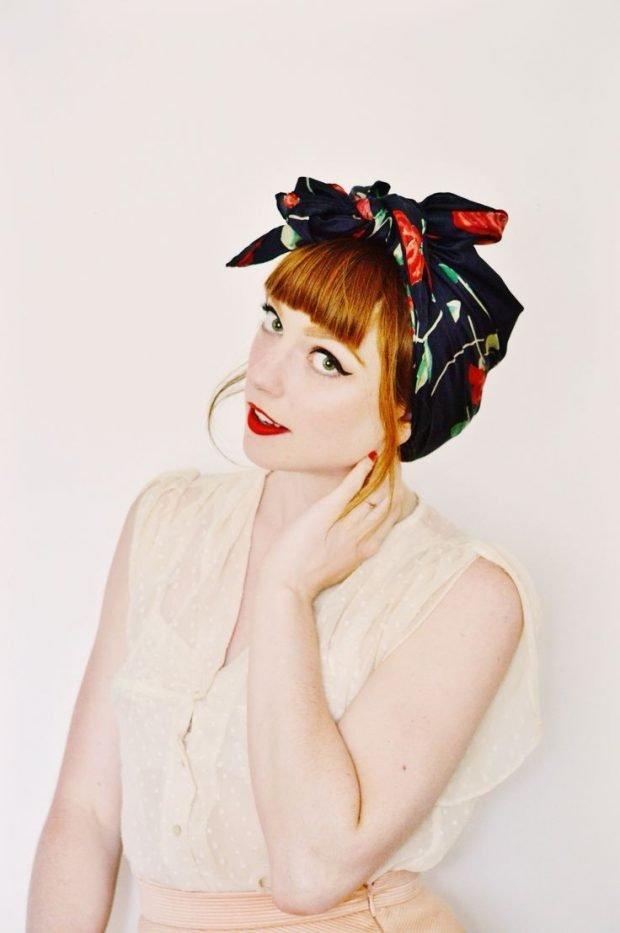 головные уборы весна-лето 2019: черный платок с разноцветным узором