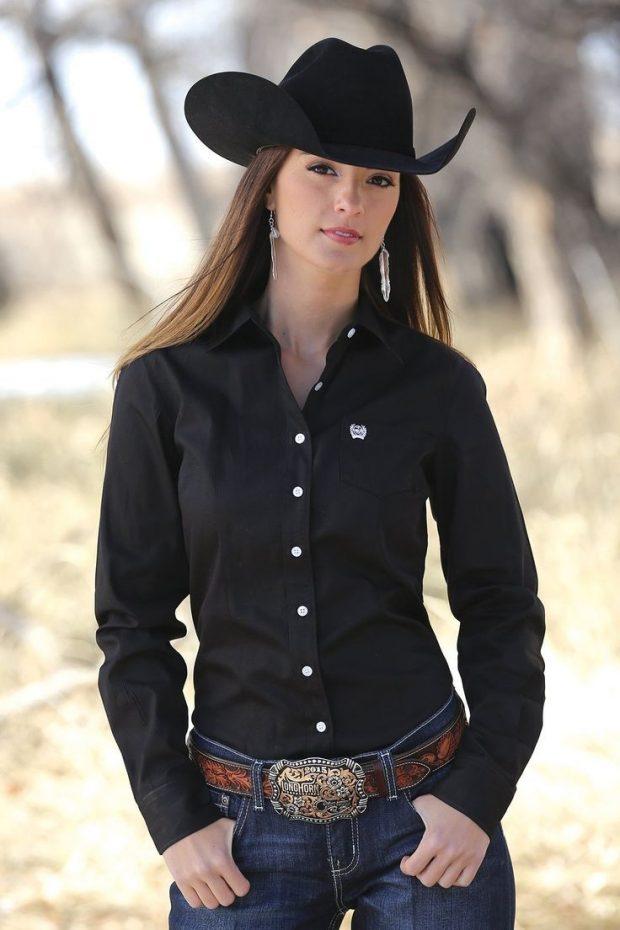 черная ковбойская шляпа