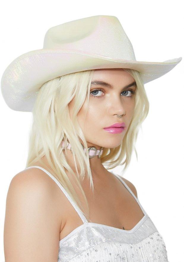 белая ковбойская шляпа
