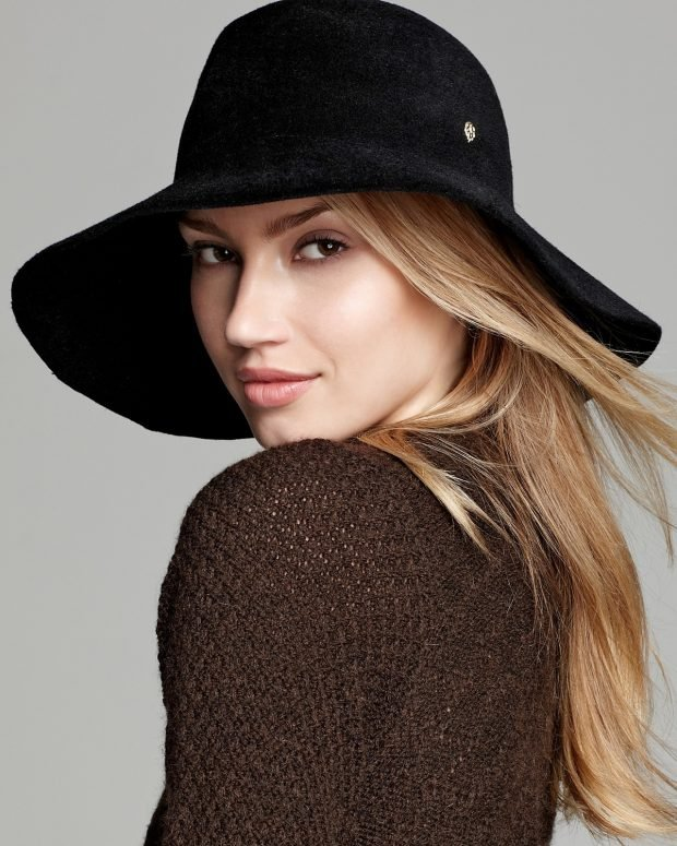 черная широкополая шляпа