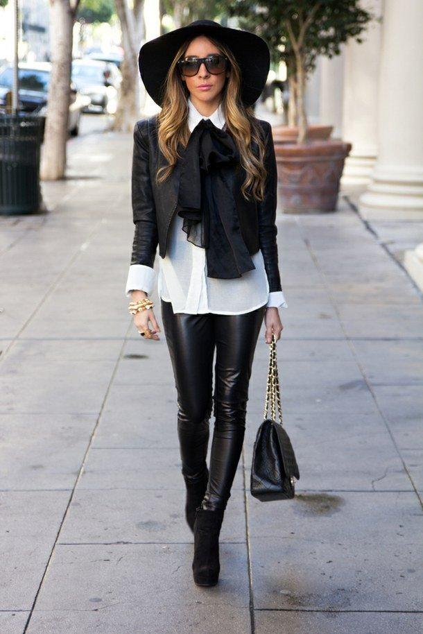 черная широкополая шляпа с кожаными брюками