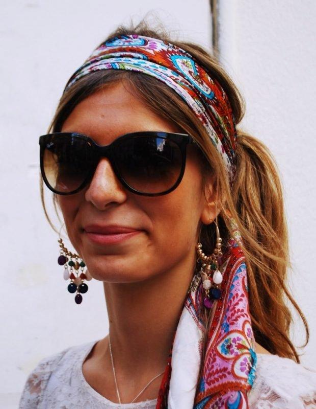 платок с разноцветным рисунком