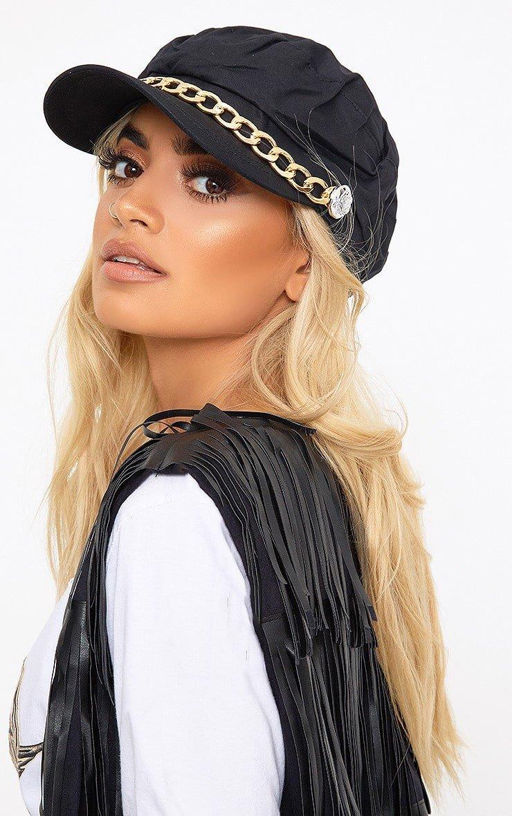 черная кепка с цепью