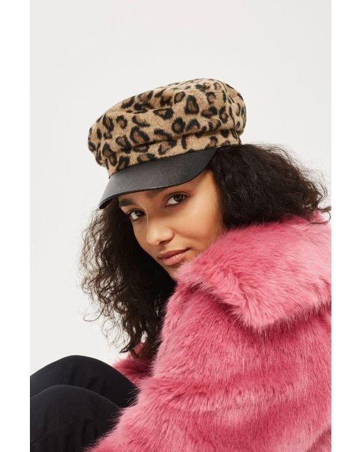 леопардовая кепка с черным козырьком