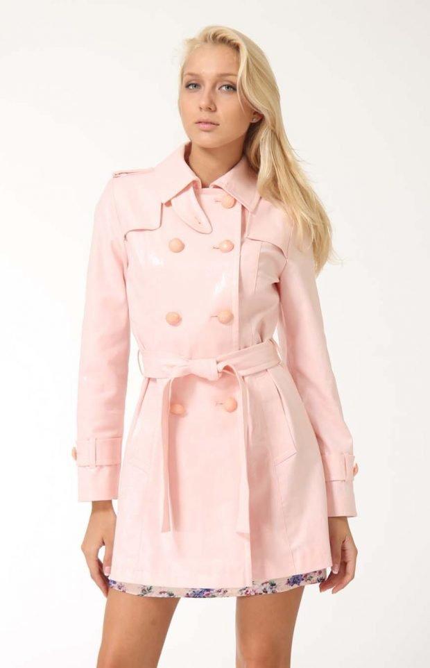 модные женские плащи весна лето 2021: светло-розовый короткий