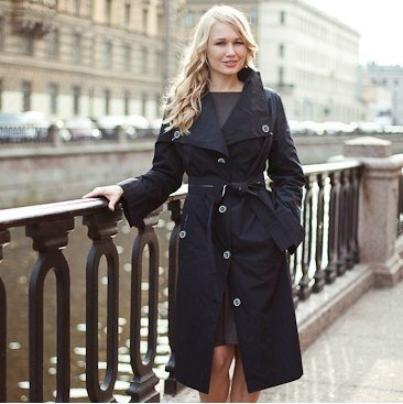 модные женские плащи 2021: черный с пуговицами