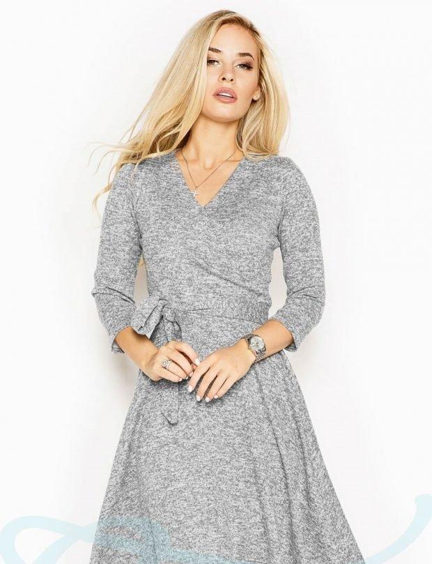 платья осень зима 2019 2020: серое вязаное