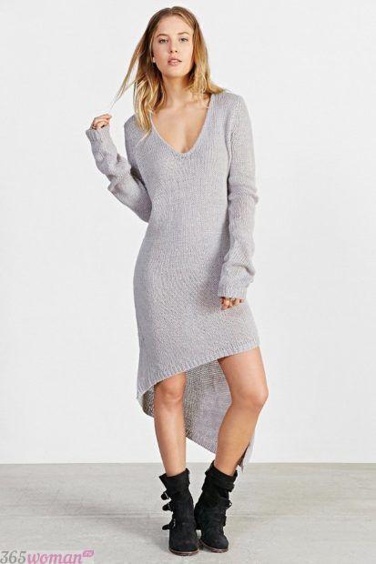 светло-серое асимметричное вязаное платье