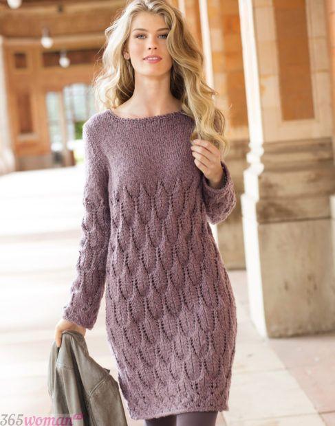 вязаное платье в пастельном цвете