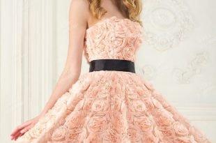 пудровое вечернее платье с цветами