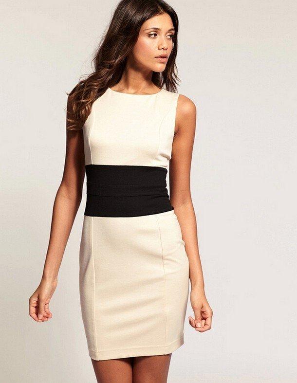 модные платья осень зима 2019 2020: белое футляр с черной вставкой