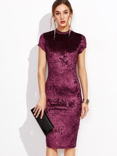 бордовое велюровое платье-футляр