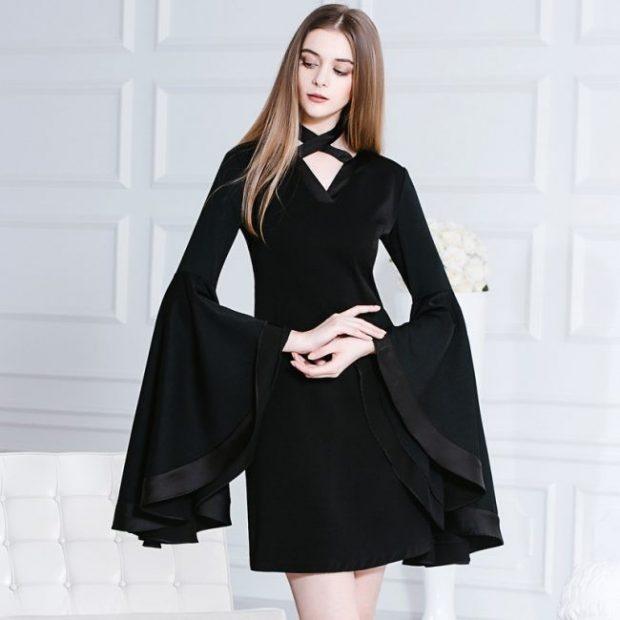 черное платье с удлиненными рукавами