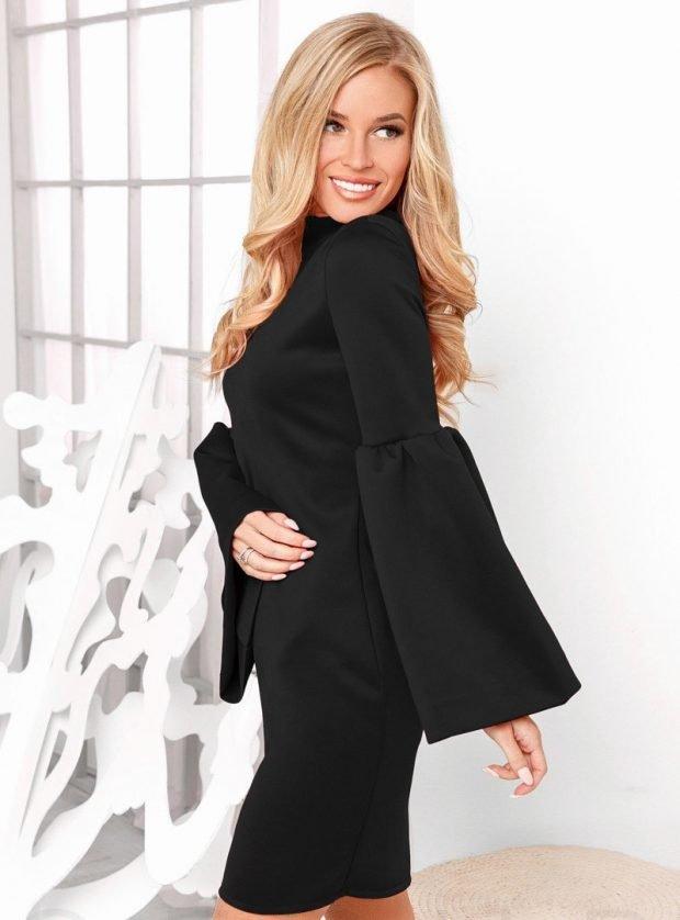 модные платья осень зима 2019 2020: черное короткое с удлиненными рукавами