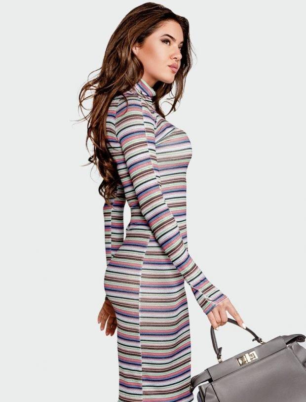 модные платья осень зима 2019 2020: в полоску с удлиненными рукавами