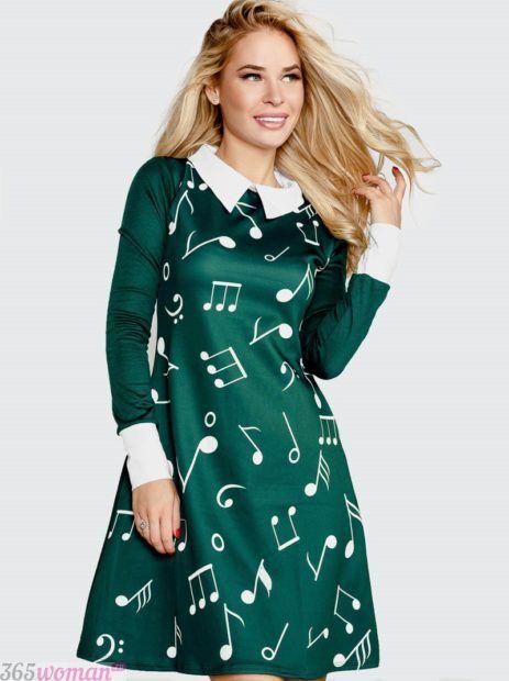 зеленое платье с принтом и воротником
