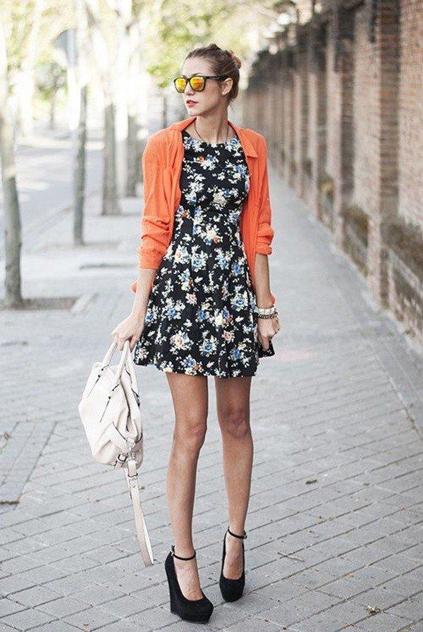 коралловый короткий кардиган и платье