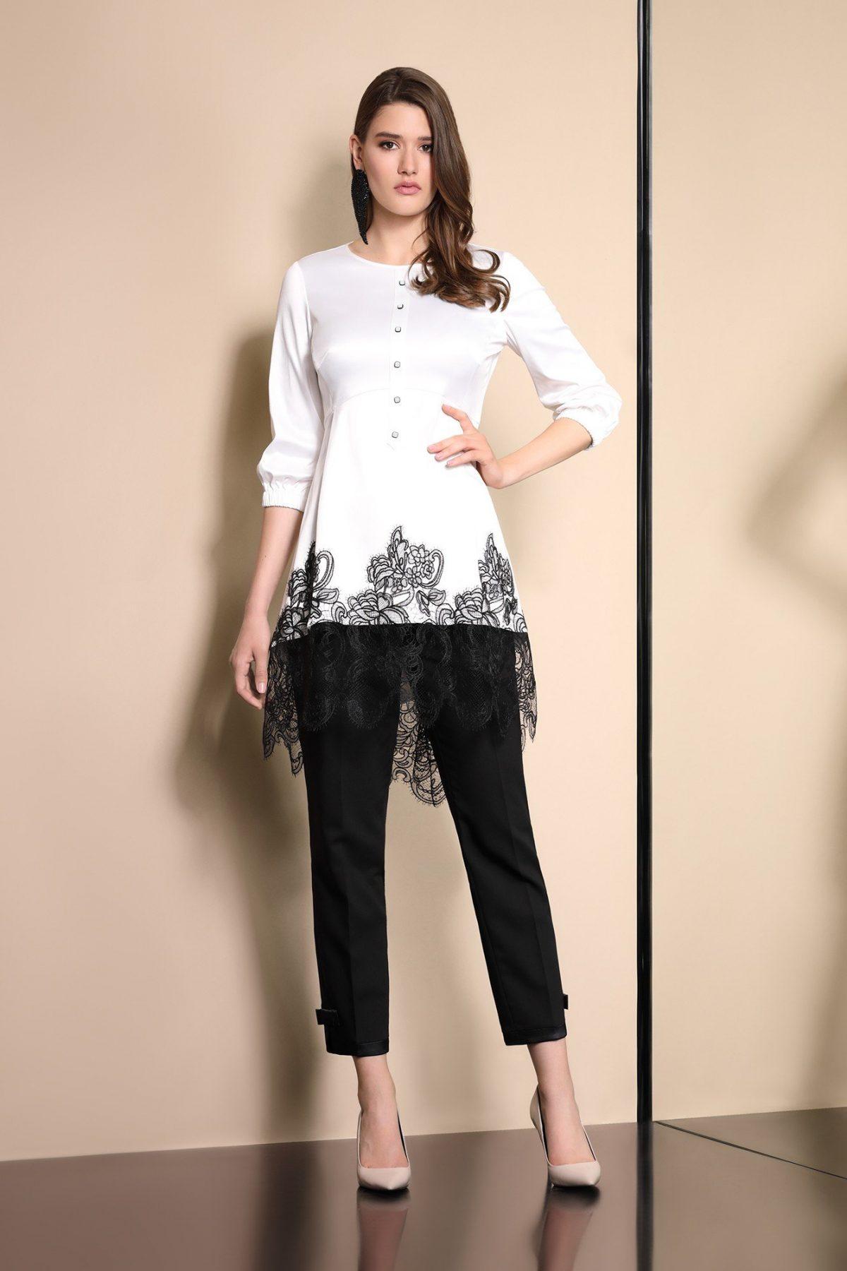 белая блузка с кружевом и черные брюки