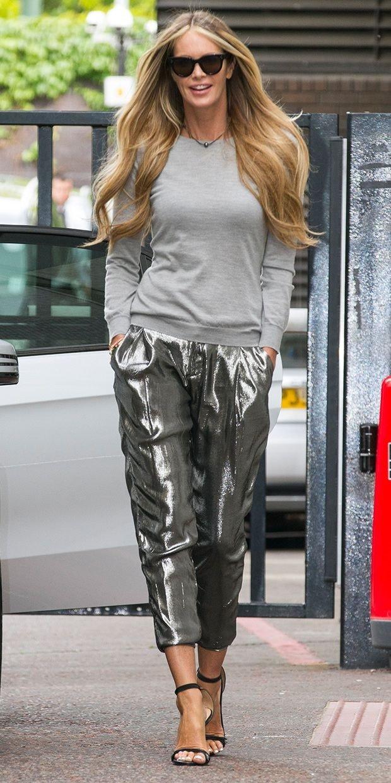 блестящие брюки и серый реглан