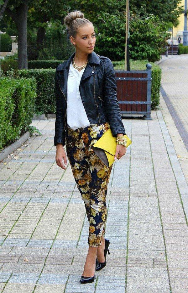 брюки принт и кожаная косуха