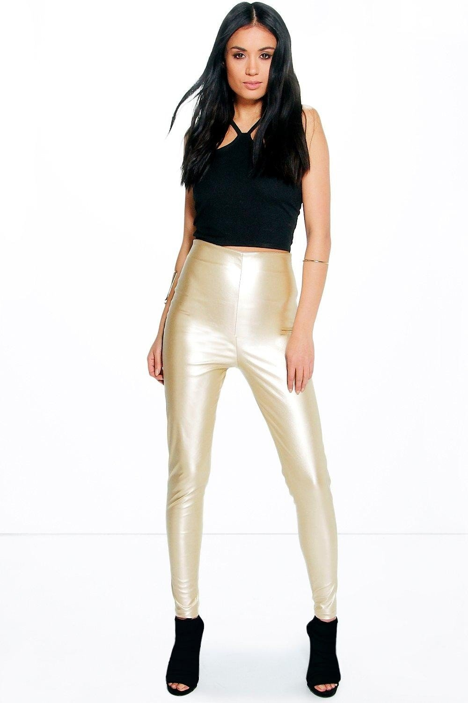 золотистые брюки и черный бархатный топ