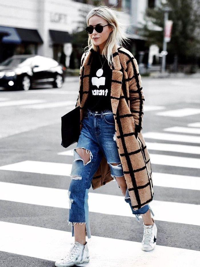 пальто к летку и рваные джинсы
