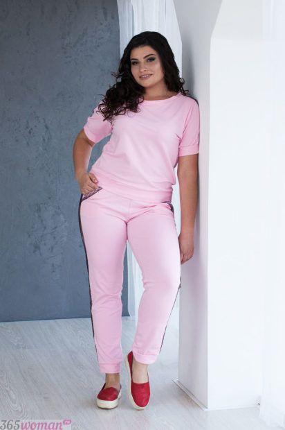 розовый костюм для полных
