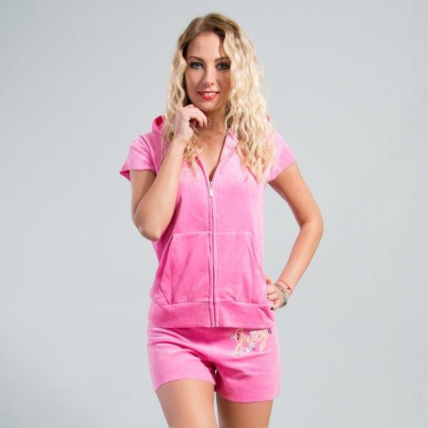 розовый костюм с шортами