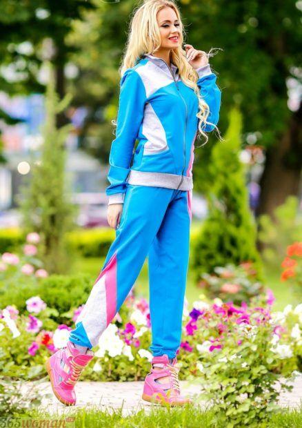 голубой костюм для спорта