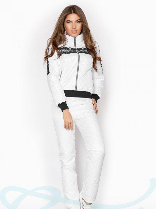 белый костюм с черными элементами