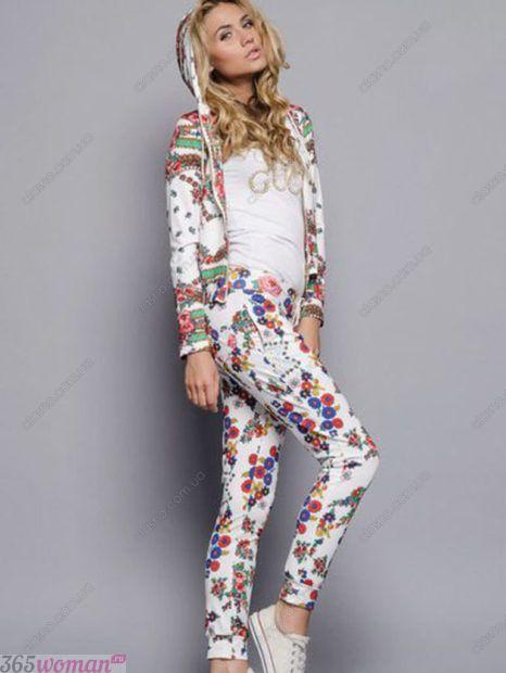 костюм в цветочный принт