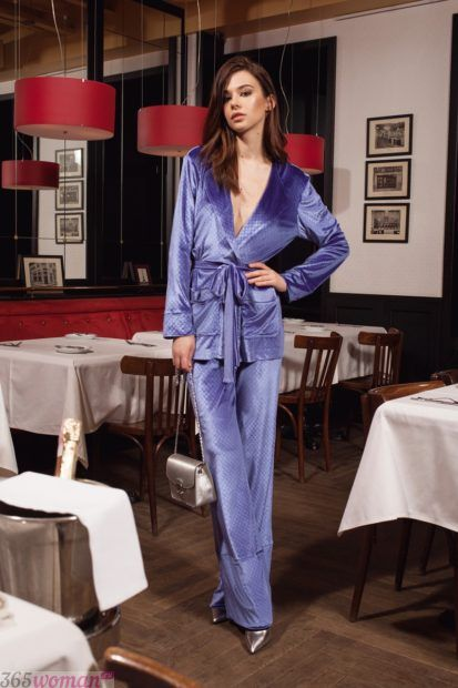 бархатный костюм в пижамном стиле