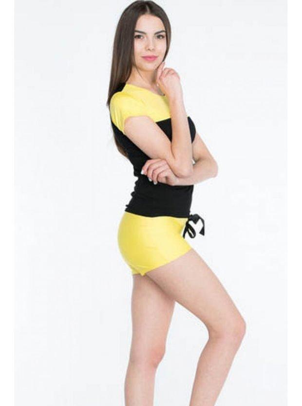 желтый с шортами