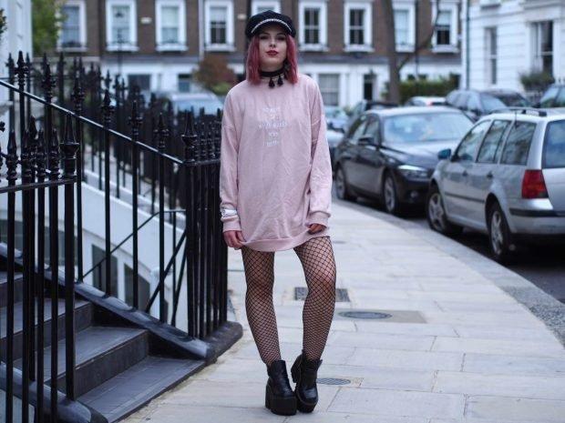 светло-розовая туника с длинным рукавом
