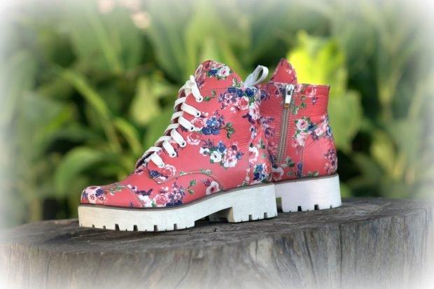 цветные ботинки на тракторной подошве