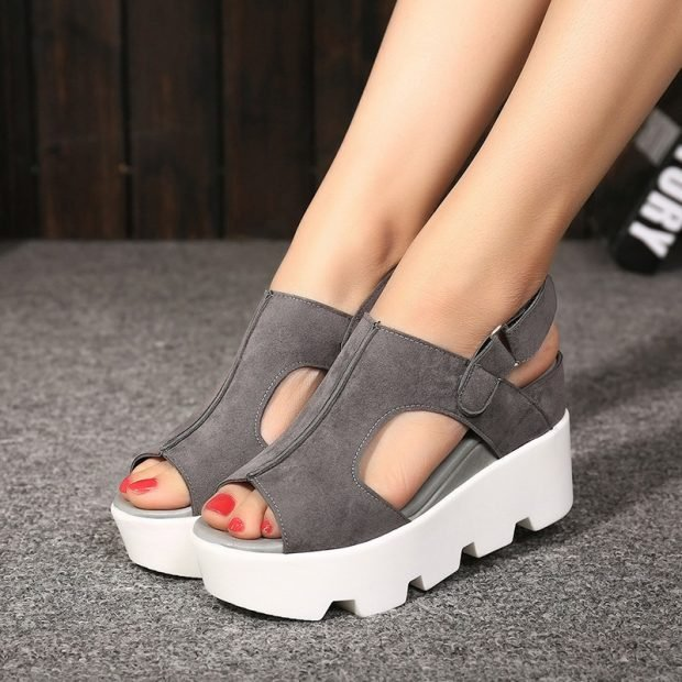 с чем носить обувь на тракторной подошве: замшевые босоножки