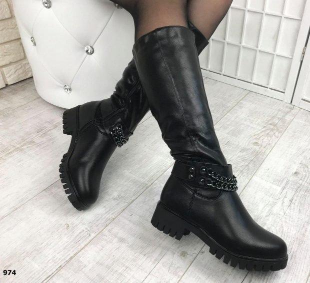 модные сапоги осень зима 2019 2020: черные на тракторной подошве с декором