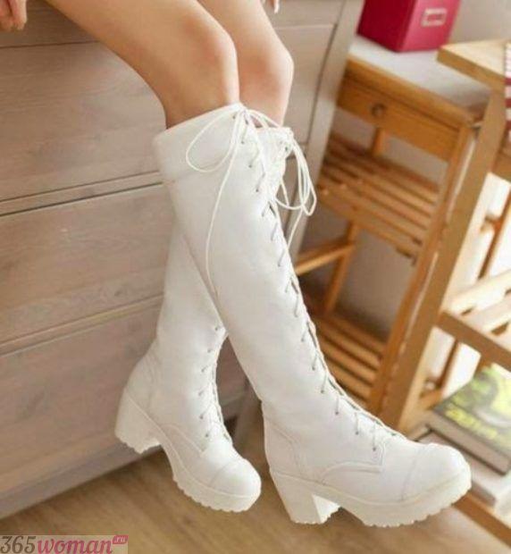 белые сапоги на шнуровке на тракторной подошве